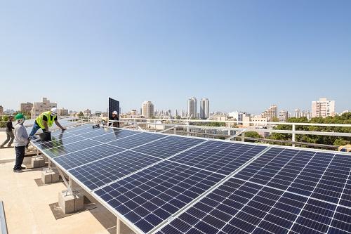 כמה כסף ייחסך לעירייה בזכות התקנת תאים סולאריים?