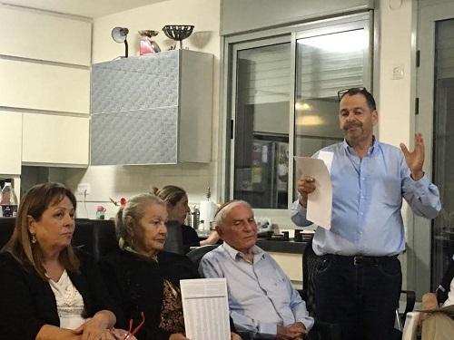 """עשרות מפגשי עדות עם ניצולי שואה - הערב בפ""""ת / צפו"""