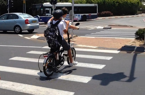 כמה נפגעו בתאונת אופניים חשמליים בפתח תקווה?